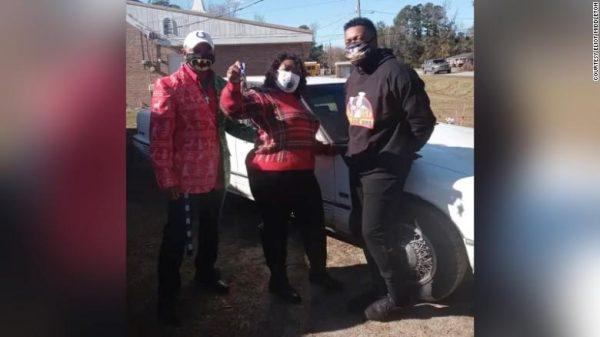 Família beneficiada com carro reformado - Foto: arquivo pessoal