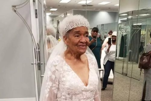 Dona Martha maquiada e de noiva - Foto: Angela J D Strozier/ Facebook