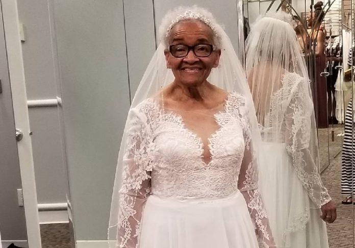Dona Martha realizou o sonho agora, quase 70 anos depois - Foto: Angela J D Strozier/ Facebook