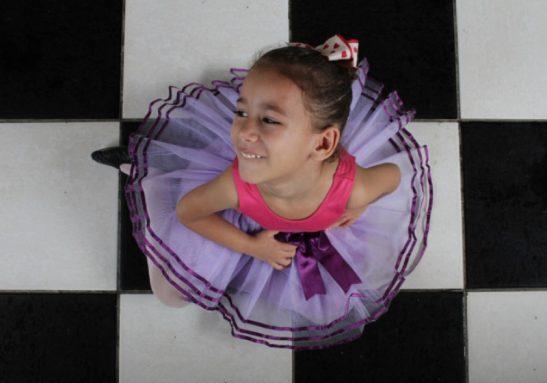 Nicole ensina Libras para outras pessoas em Fortaleza - Foto:Fábio Lima
