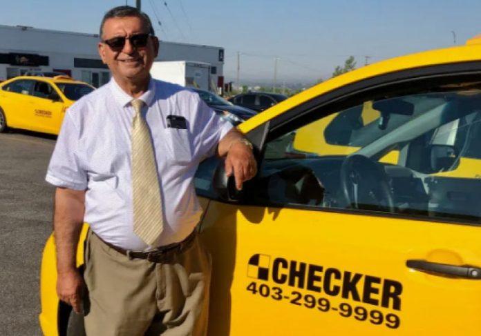 Aos finais de semana, taxista faz entregas gratuitas de alimentos para idosos. - Foto: Checker Cabs
