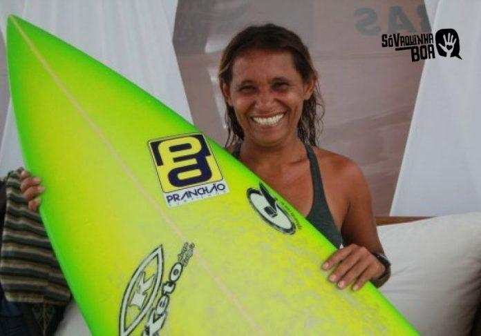 Tita Tavares sonha em abrir escolinha de surfe e reconstruir a casa, condenada pela defesa civil - Foto: Diário do Nordeste