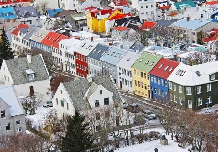 A prefeitura da capital da Islândia, Reykjavik, testou a redução de jornada de trabalho durante 4 anos e os resultados foram positivos - Foto: sharonang / Pixabay