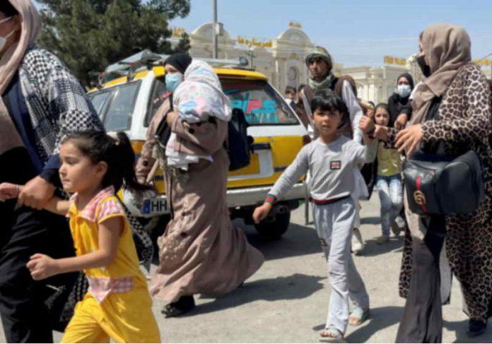 A campanha pretende pagar assentos e fretar voos para retirada de famílias perseguidas pelo Talibã Foto: GoFundMe