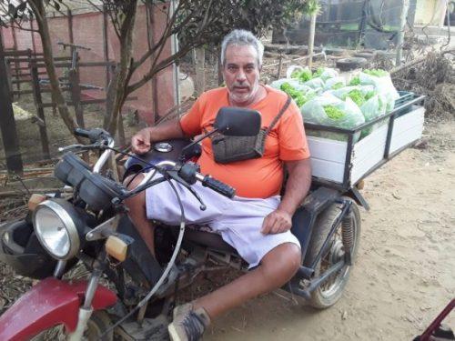 Paulo distribui alface na cidade - Foto: arquivo pessoal