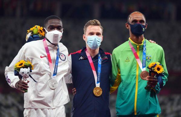 Alison conquistou bronze nos 400m com barreiras nas Olimpíadas de Tóquio — Foto: REUTERS/Aleksandra Szmigiel