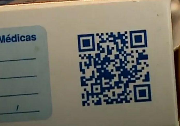 A ideia é ter um QR Code nas caixas, com a bula dos remédios em audiodescrição para facilitar a leitura - Foto: NSC TV/Reprodução
