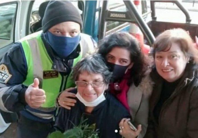 Dona Joaquina, de 86 anos estava perdida na rodoviária e graças aos agentes voltou para casa - Foto: reprodução / Instagram
