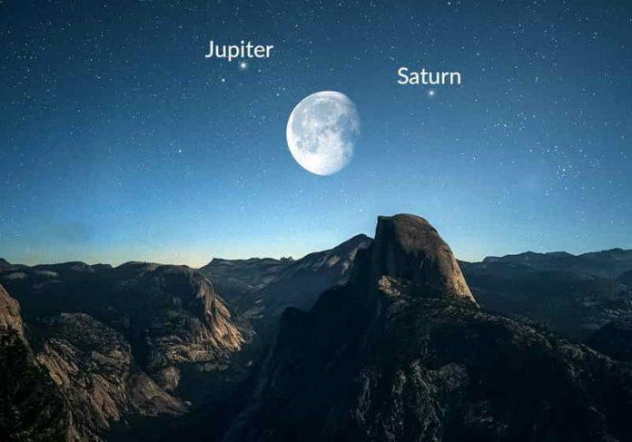 Dois fenômenos juntos na mesma noite: júpiter e saturno em conjunção e a Lua Azul Foto: StarWalk