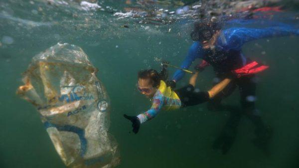 Lixo é retirado das praias do Rio - Foto: arquivo pessoal