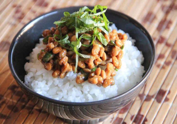 O Natô é um prato típico feito a partir da fermentação da soja Foto: reprodução japonês, uma espécie de