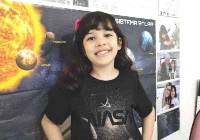 Nicole pediu de aniversário um telescópio e começou sua jornada de paixão pelas estrelas Foto: Arquivo Pessoal