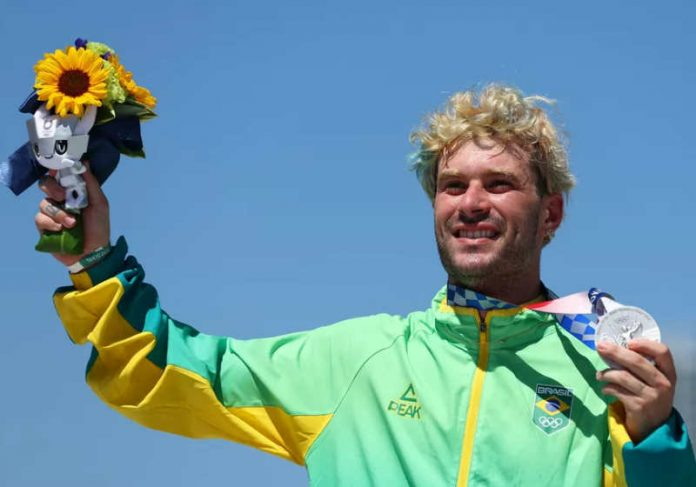 Com a medalha de prata de Pedro Barros, o skate soma 3 de prata Foto: COB