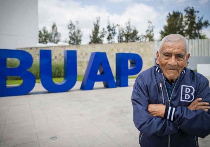 Mesmo depois de formado, Dom Felipe, 84 anos, pretende continuar estudando Foto: Arquivo Pessoal