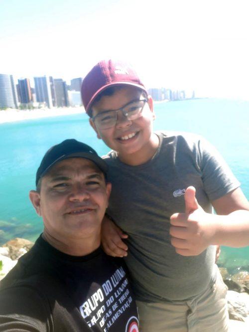 O motorista Marcos Luvinha com um dos filhos, em Fortaleza - Foto: arquivo pessoal