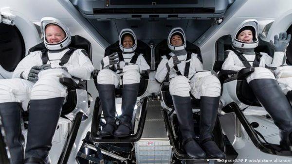 Chris Sembroski, Sian Proctor, Jared Isaacman e Hayley Arceneaux - Foto: SpaceX / AP Photo / Picture Alliance