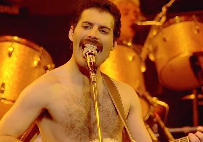 "Freddie Mercury criou em 10 minutos, numa banheira, ""Crazy Little Thing Called Love"", grande clássico do Queen - Foto: Queen live in 1981 - Vander / Youtube"