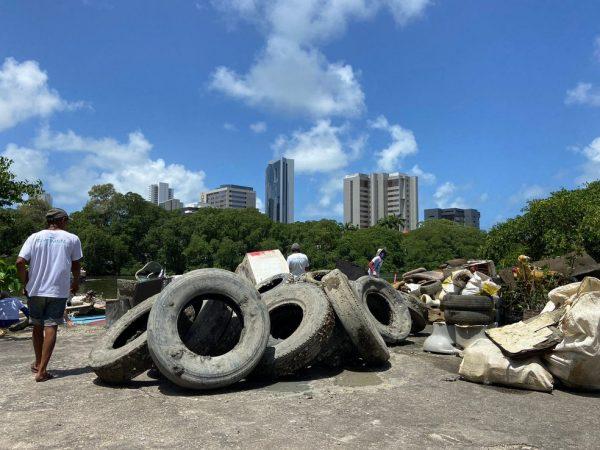 Lixo retirado do Rio - Foto: Matheus Soares/ONG Recapibaribe