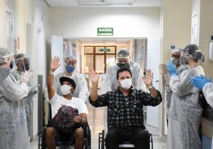 2.500 municípios brasileiros não registraram mortes por covid-19 em agosto, o menor nível desde dezembro de 2020 - Foto: Alex Borgmann