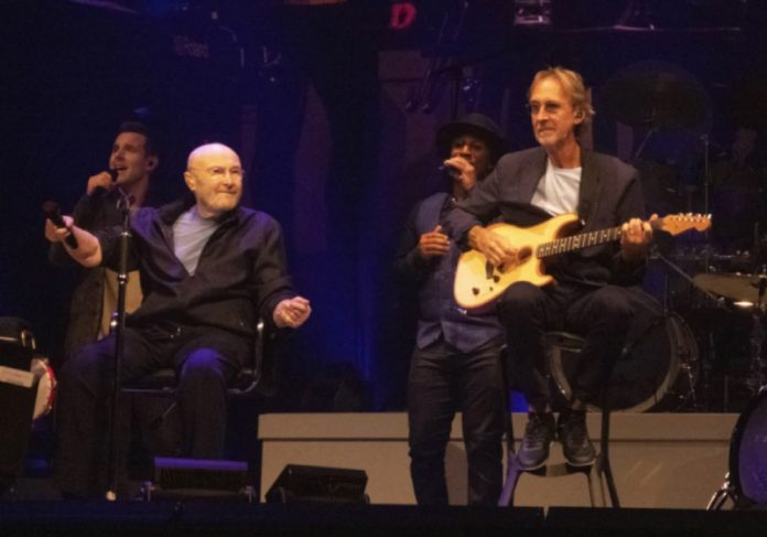 Phil Collins se apresentou em Birmingham, no Reino Unido, na ultima segunda-feira (20) - Foto: reprodução