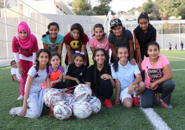 Uma das equipes femininas do Projeto de Futebol Tocar