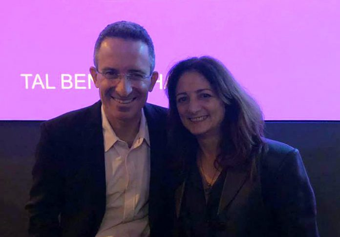 Tal Ben-Sharar e Sandra de Angelis - Foto: SNB