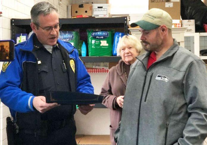 O Policial e Kevin - Foto: NBC|