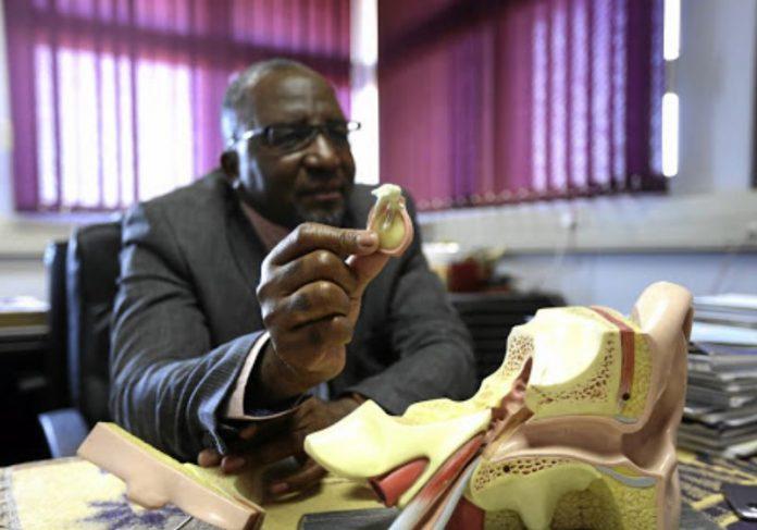 O professor Mashudu Tshifularo