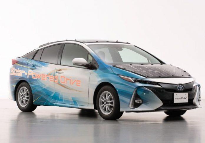Foto: Divulgação|O carregamento é feito pelo capô do carro Foto: Toyota