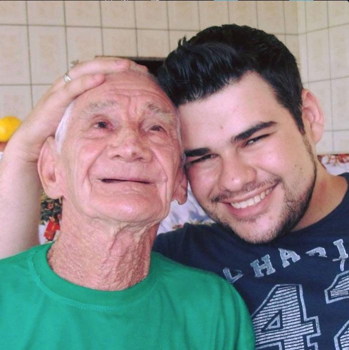 Juliano e seu Santinho - Fotos: arquivo pessoal
