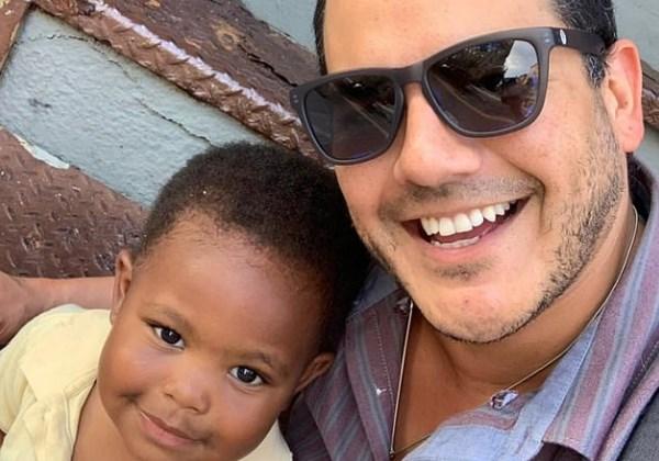 Michael Cisneros (à direita), pai de Maxwell (à esquerda). Foto: Michael Cisneros