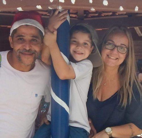 Dudu com os pais - Foto: reprodução / Facebook