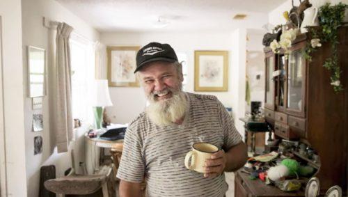 Coy agora, na casa do amigo -Foto: reprodução / Statesman.com