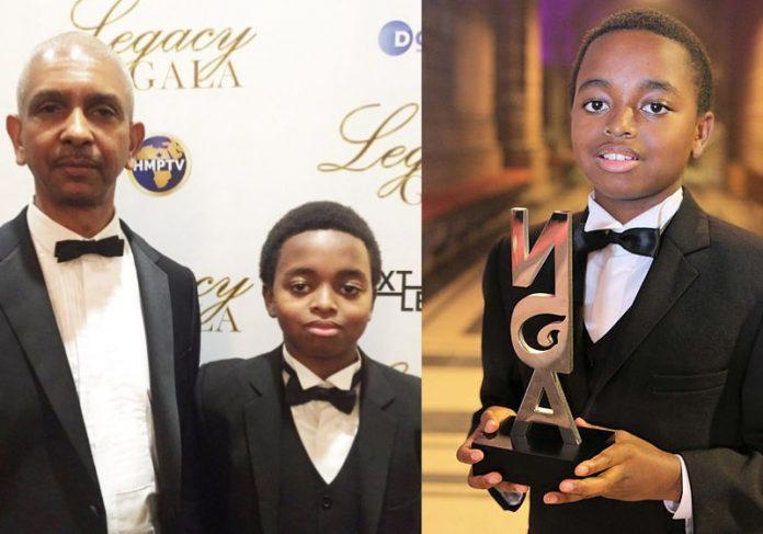 Joshua e o pai Knox e suas premiações Foto: reprodução