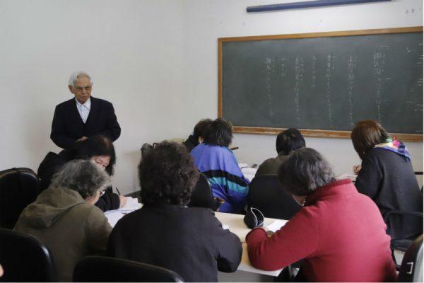 Seizo Watanabe dando aula - Foto: Felipe Rosa / Tribuna do Paraná
