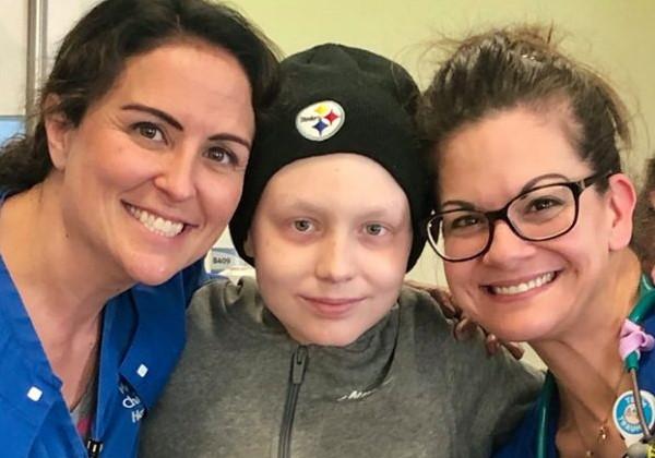 Ian com equipe de apoio do Hospital Foto: reprodução Facebook