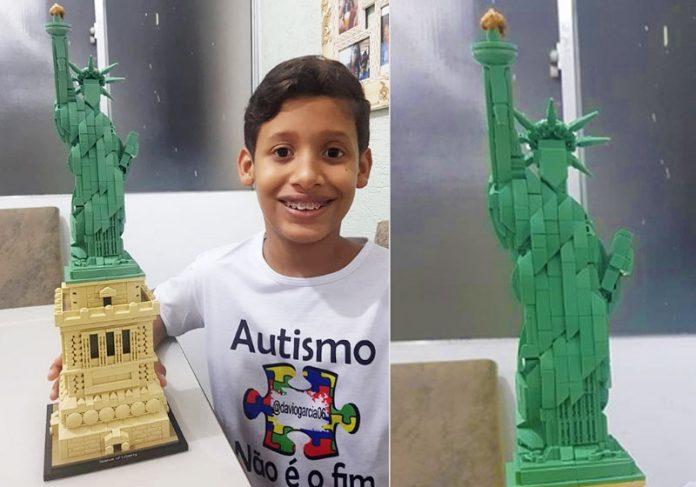 Davi e a estátua de Lego - Fotos: reprodução / Instagram