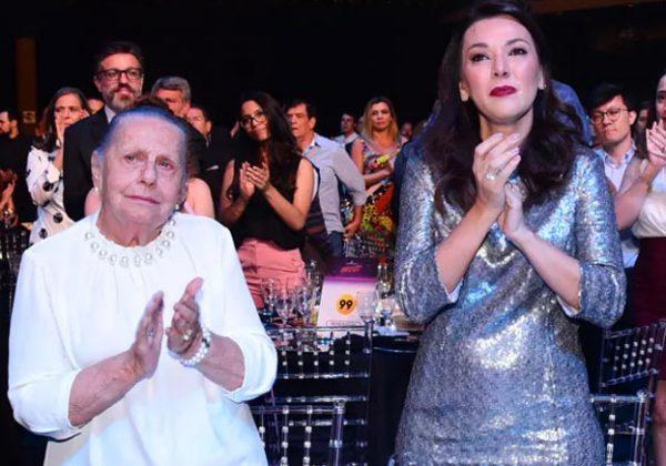 Dona Mercedes e Veruska no prêmio - Foto: Leo Franco/AgNews