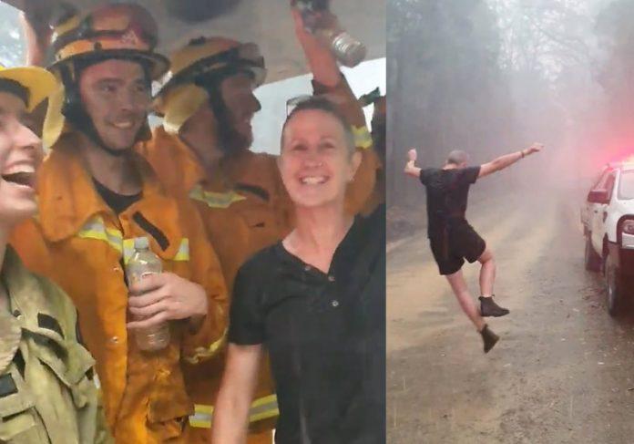 Dançando na chuva - Foto: Leongatha Fire Brigade /Facebook|Dançando na chuva - Foto: Leongatha Fire Brigade /Facebook