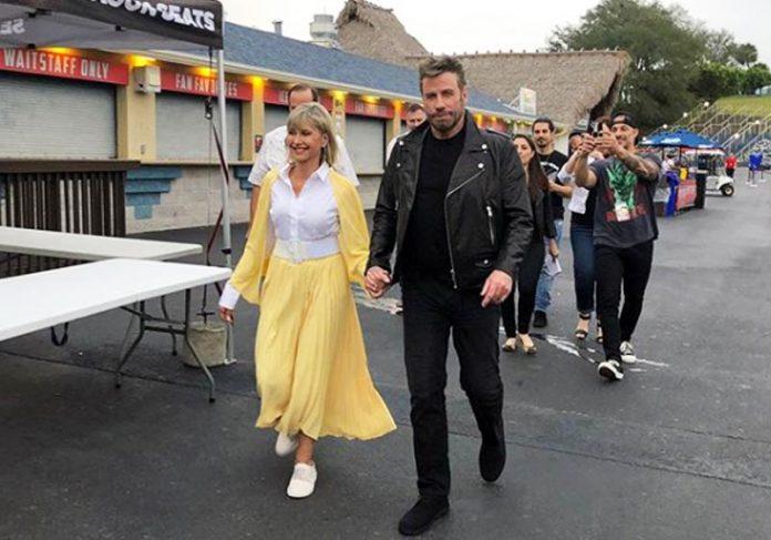Olivia e Travolta com trajes de Grease: Foto: reprodução/ Intagram