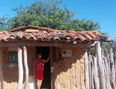Frente da casa de barro - Foto: Gustavo Araújo Mota