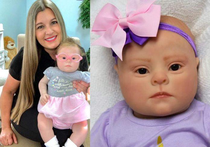 Kristy Leigh Walker e bonecas Down - Fotos: reprodução / Facebook|||||