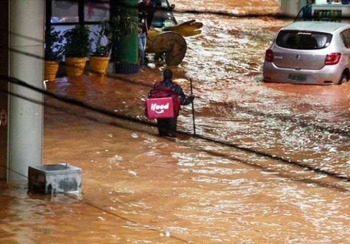 Wesley enfrenta enchente em BH - Foto: Alexandre Mota/OTempo|