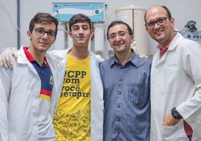Estudantes e professores que desenvolveram o protetor Foto: Márcio Silvestre   Fotos: reprodução