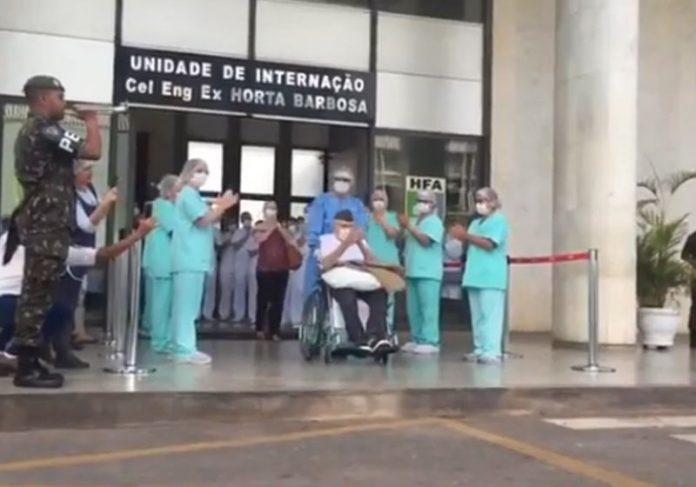 Ernando Piveta recebe aplausos na saída - Foto: reprodução / Exército do Brasil|HFA - Foto: Igo Estrela/Metrópoles