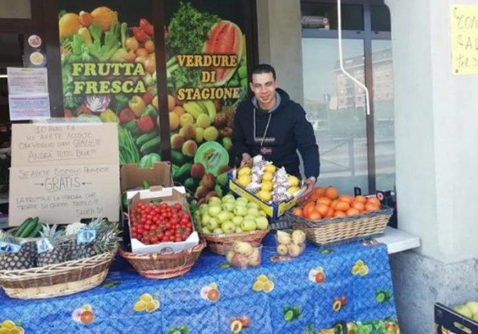 Sameh Ayad e as frutas - Foto: reprodução / Facebook||