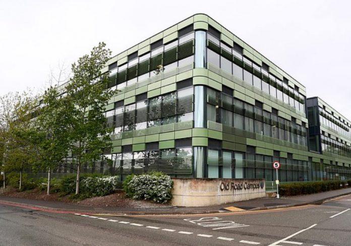Foto: Instituto Jenner da Universidade de Oxford, onde uma pesquisa começou em janeiro Foto: reprodução Daily Mail