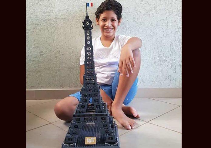 Davi, 11 anos e a réplica - Foto: reprodução / Instagram