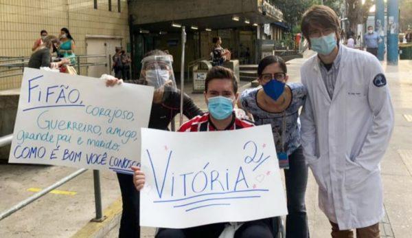 Filipe Augusto ao ter alta do hospital - Foto: reprodução / Facebook