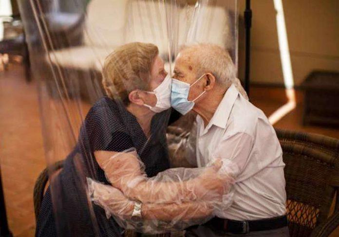 Agustina e Pascual matam a saudade - Foto: Press Association